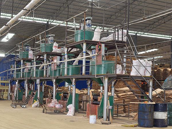 黑豹木业生产设备